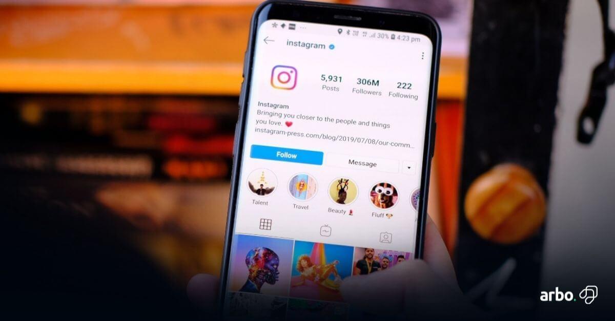 celular com a tela de ações de marketing no instagram