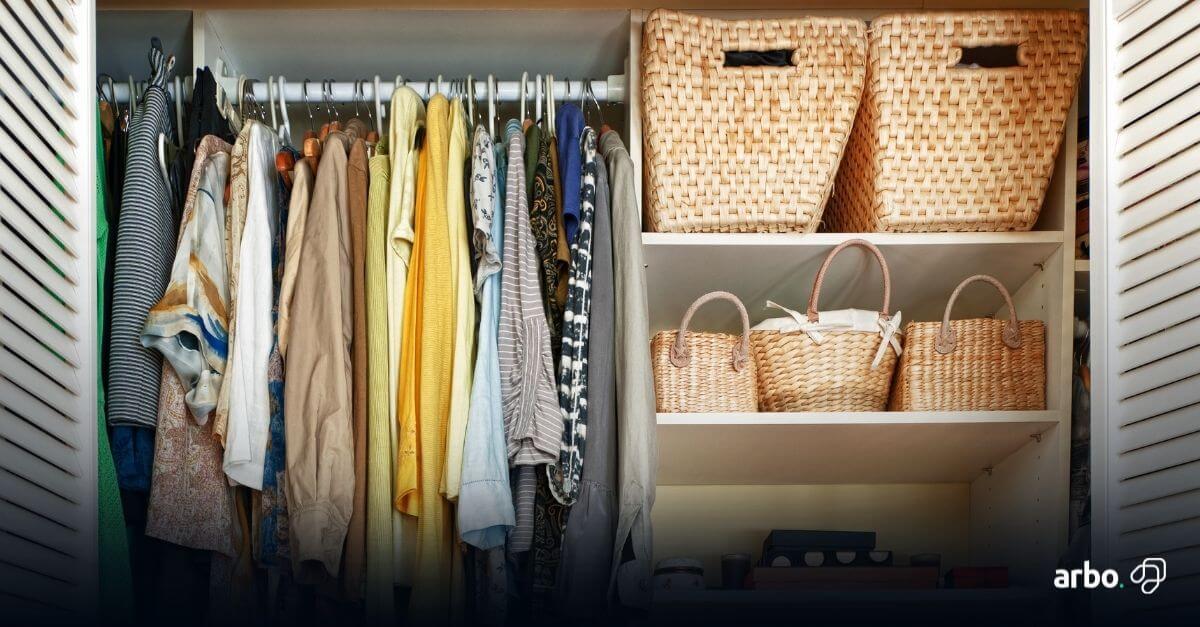casa organizada guarda-roupa arrumado