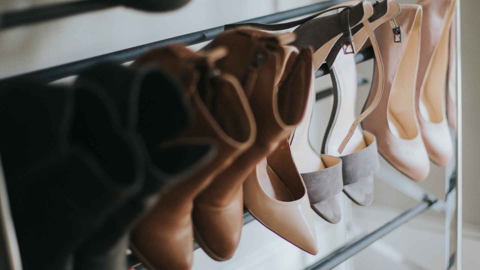 sapatos na prateleira